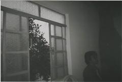 013.jpg (Tai Moura) Tags: film filme konica vx400 preto branco black white expired vencido olympustrip100r lomo lomography lomografia