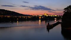 Prag bei Nacht (Erich Hochstöger) Tags: prag moldau pragerburg nachtaufnahme langzeitbelichtung fluss himmel wolken spiegelung prague nightshot longexposure river sky clouds reflection