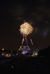 Light My Tower, Going Full Circle (Eye of Brice Retailleau) Tags: beauty colourful colours scenic urban street extérieur europe france paris architecture bâtiment eiffel tower night lowlight nightscape cityscape fireworks composition fond noir nuit black gold