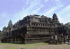 Angkor: temple-montagne Baphuon (Яeиée) Tags: angkorvat angkorthom sanctuaire cambodge asie temples preahkhan taprohm siemreap baphuon bayon angkor khmer architecture patrimoines angkorlamerveilleuse banteaysrei bouddhisme hindouisme fromager takeo phimeanakas banian