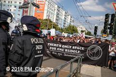 Rudolf-Heß-Gedenkmarsch 2018: Mord verjährt nicht! Gebt die Akten frei! Recht statt Rache  und Gegenprotest: Keine Verehrung von Nazi-Verbrechern! NS-Verherrlichung stoppen! – 18.08.2018 – Berlin –IMG_6260 (PM Cheung) Tags: rudolfhessmarsch wwwpmcheungcom berlin mordverjährtnichtgebtdieaktenfreirechtstattrache neonazis demonstration berlinspandau spandau friedrichshain hesmarsch rudolfhes 2018 antinaziproteste naziaufmarsch gegendemonstration 18082018 blockade npd lichtenberg polizei platzdervereintennationen polizeieinsatz pomengcheung antifabündnis rechtsextremisten protest auseinandersetzungen blockaden pmcheung mengcheungpo pmcheungphotography linksradikale aufmarsch rassismus facebookcompmcheungphotography keineverehrungvonnaziverbrechernnsverherrlichungstoppen antifaschisten mordverjährtnicht rudolfhesmarsch sitzblockaden kriegsverbrechergefängnisspandau nsdap nskriegsverbrecher geschichtsrevisionismus nsverherrlichungstoppen hitlerstellvertreterrudolfhes 17august1987 rathausspandau ichbereuenichts b1808 festderdemokratie verantwortungfürdievergangenheitübernehmen–fürgegenwartundzukunft rudolfhessmarsch2018 rudolfhesgedenkmarsch rudolfhesgedenkmarsch2018