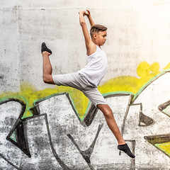Dance (thierry.ebener) Tags: talent dance industrie gare train tag urbex expression comedie