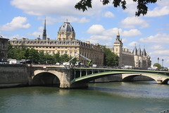 Pont d'Arcole (lazy south's travels) Tags: paris france french seine notredame iledelacitie