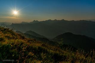 Lever de soleil sur les préalpes fribourgoises (Switzerland)