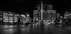 late night on the square lll (pbo31) Tags: sanfrancisco california nikon d810 august 2018 summer boury pbo31 city urban blackandwhite monochrome hotel westin sculpture victory art goddess macys reflection panoramic large stitched panorama black night dark unionsquare shopping