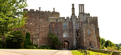 BERKELEY CASTLE (chris .p) Tags: nikon d610 castle berkeley history gloucestershire england uk summer 2018 path june