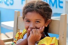(Fernanda Hadad) Tags: couleur portrait kid criança menina girl festa junina cores amarelo azul bleu blue yellow jaune jeune school ecole ong social non profit organization ceeb projeto maranhao brazil brasil hapiness smile eyes sourire sorriso olhos yeux oeil regard santa ines