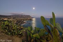 al chiaro di luna (paolotrapella) Tags: luna calabria italia capovaticano orablu