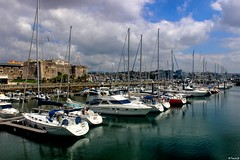 Port de plaisance de Cascais (En Pays d'Halatte) Tags: portugal cascais port bateaux voiliers lisbonne lisbon lisboa marina plaisance rempart
