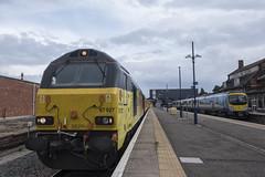 Colas Rail Skips 67027 T&T 67023 ,1340 Burton Ot Wetmore Sidings to Doncaster West Yard , Cleethorpes Station , 23-8-2018 (Bri Hall) Tags: colas colasrail 67023 67027 stella cleethorpesstation