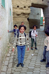 Children of Fès 1997 (peace-on-earth.org) Tags: peaceonearthorg morocco maroc fes children boy girl medina