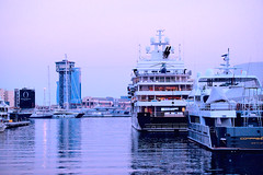 Port De La Barceloneta - at pink o'clock (Fnikos) Tags: port porto puerto harbour harbor sea water mar mare sky skyline city building architecture tower ship boat sailboat waterfront atardecer nightfall evening outdoor