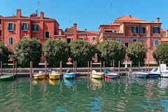 Venezia / Rio Santa Elena (Pantchoa) Tags: venise italie vénétie arbres maisons eau rio riosantaelena santaelena canal bateau barque quai reflet paysage