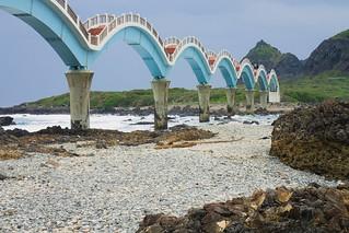 Aux pieds du pont de Sanxiantai