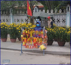 Vietnam, Hue Lunar Charms 20180213_141328 LG (CanadaGood) Tags: asia asean seasia vietnam vietnamese hue building fence flowers vendor people person canadagood 2018 thisdecade color colour cameraphone