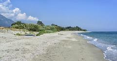 Plage-bondée (RS...) Tags: plage costaverde corse mer sea nikon1