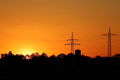 Powerlines and yellow sky (Sven Bonorden) Tags: sunset sonnenuntergang yellow gelb orange sky himmel silhouette stromleitung hochspannungsleitung powerline church kirche wetterhahn ickern castroprauxel ruhrgebiet abend evening