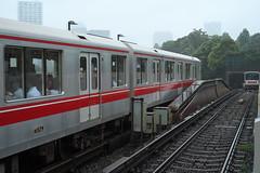 DSCF8083 (tohru_nishimura) Tags: xe1 xf3514 fujifilm train subway station tokyo japan