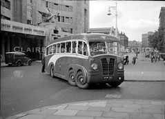 City Coaches 'GNU', Victoria Coach Station, London, c1949 (Lady Wulfrun) Tags: citycoaches g2 leyland tec2 gnu hvm213 1939 duple fc39c victoria coachstation buckinghampalaceroad london boac headquarters aldermckay column lamppost