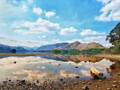 Mirror mirror....  Beautiful Derwent water 😊 (Kerriemeister) Tags: derwentwater reflection mobilephotography samsungs8 lakedistrict keswick