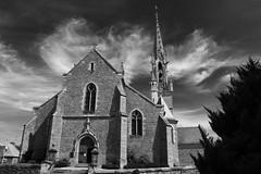 Le village était presque désert, la porte de l'église ouverte et les nuages un brin batailleurs (.urbanman.) Tags: eglise épiniac illeetvilaine bretagne noiretblanc blackandwhite églisesaintpierre