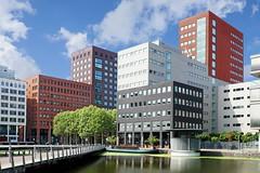 Johanna Westerdijkplein (Roel Wijnants) Tags: ccbync roelwijnants roelwijnantsfotografie roel1943 johannawesterdijkplein hhs laak laakwartier stationsbuurt kantoren horeca