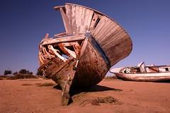 Boats... (hobbit68) Tags: boats boote himmel fujifilm xt2 spanien spain espana espagne espanol andalucia andalusien hafen port puerto sand beach ebbe küste sun sunshine sommer summer old wracks