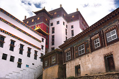 Kathok Tibetan Monastery 噶陀寺 (MelindaChan ^..^) Tags: kathok tibetan monastery 噶陀寺 sichuan china 四川 川西高原 chanmelmel mel melinda melindachan life religion building pray worship buddha buddhism