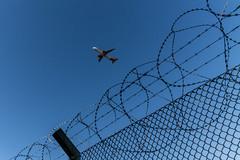 Flug in die Freiheit (Mario Sixtus) Tags: leica m 240 voigtländer color skopar 21mm f4 berlin