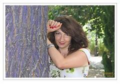 JANA Y EL ARBOL AZUL (VincentToletanus) Tags: model modelo hooting toledo vincenttoletanus janavlad moda mode exteriores garden jardines murallas portrait blanco y negro bw girl tfcd belleza female femme femalemodel femenine beauty beautiful belle sensual sensuality sonrisa act actriz actor actress actuar actores acting outdoors retrato woman angelical blonde bn blackandwhite eyes lovely smyle labios boca lips mouth pose posado amor love