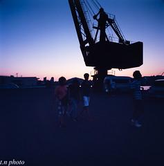 花火打ち上げ15分前 (Tatu3・N) Tags: biogon38 hasselblad zeiss 6×6 swc film carlzeiss