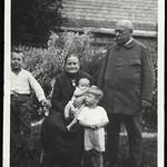 Archiv P727 Oma mit Onkel Ernst, Bad Berleburg, 1910er thumbnail