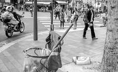 paris... (andrealinss) Tags: frankreich france paris parisstreet bw blackandwhite schwarzweiss street streetphotography streetfotografie andrealinss analog leicam6 leica