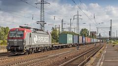 PKP Cargo 193 506 storming through Schönefeld Bahnhof (Nicky Boogaard) Tags: schonefeldbahnhof guterzug bahnhofberlinschönefeldflughafen pkpcargo vectron eu46506 193506 br193 baureihe pkp