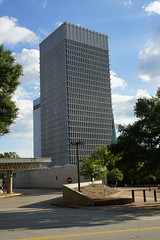 2018-08-FL-195073 (acme london) Tags: atlanta building georgia lifeofgeorgia lifeofgeorgiabuilding marblecladding marblefacade office officebuilding shading shadingfacade stonecladding tower usa