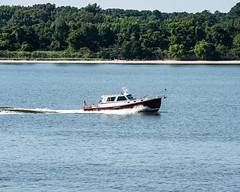 Boat_118519 (gpferd) Tags: boat flag people plant river tree vehicle water trappe maryland unitedstates us