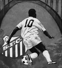 Rei Do Futebol Fotos: Marcus Cabaleiro Site: https://marcuscabaleirophoto.wixsite.com/photos  Blog http://marcuscabaleiro.blogspot.com.br/   #marcuscabaleiro #santos #sp #brasil #pelé #reidofutebol  #detalhes #esporte #imagem #arte #nikon #bw #pb #sfc #ph (marcuscabaleiro4) Tags: brazil pelé esporte imagem brasil modeportrait futebol craque olhares arte nikon sfc pb 013 marcuscabaleiro bw reidofutebol photographer sp atletadoséculo detalhes photography santos 10
