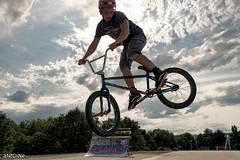 Minimodule ('aNtOiNe') Tags: vert antoine pillaud bike bmx street sport figure tricks freestyle d800 35mm europe 87 limousin limoges nikon cloud dirt mbk bicycle vélo roue style sigma art summer sunset sun illusion optiqueillusion