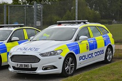 FJ18 BMO (S11 AUN) Tags: derbyshire police ford mondeo estate dog section policedogs support unit response van 999 emergency vehicle fj18bmo