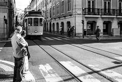 lisboa... (andrealinss) Tags: portugal lissabon lisbon lisboa 35mm analog leica leicam6 andrealinss bw blackandwhite schwarzweiss street streetphotography streetfotografie