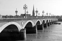 Pont de Pierre (1822) (just.Luc) Tags: bridge brug pont brücke bn nb zw monochroom monotone monochrome bw bordeaux gironde nouvelleaquitaine france frankrijk frankreich francia frança europa europe architectuur architecture architektur arquitectura
