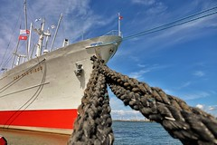 Roped up (nicofuchs24) Tags: tau schiff harbor hafen maritime sky water sea ship rope