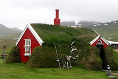 Well Insulated (Alan1954) Tags: iceland green red house holiday 2016 cold platinumpeaceaward platinumheartaward