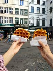 Gofres en Gante (Erasmusenflandes) Tags: gante dulces gastronomíagante gastronomía flandes erasmusenflandes veranoenflandes flandesenverano gofres puesto