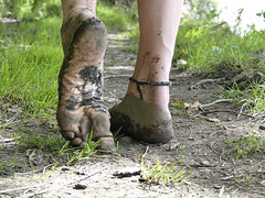 Muddy sole (Barefoot Adventurer) Tags: barefoot barefooting barefoothiking barefooter barefeet barefooted baresoles barfuss earthstainedsoles earthing earthsoles energy earth callousedsoles connected callouses soles stainedsoles strongfeet soil walking wrinkledsoles woodlandsoles wetmud woodland texture leathersoles healthyfeet happyfeet hiking heelcracks roughsoles ruggedsoles