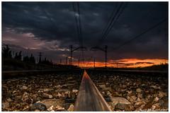 Al fondo estará tu destino? (Juan M. Galiñanes) Tags: atardecer puestadesol nubes cielo viadetren sunset crepúsculo twilight zaragoza españa spain verano horizonte destino nikon d3300 kitlense 1855mm