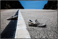 Lost ... (drpeterrath) Tags: dailyvisual canon eos5dsr 5dsr road street asphalt sneakers travel outdoor dof depthoffield losangeles california calilife closeup color naturallight malibu