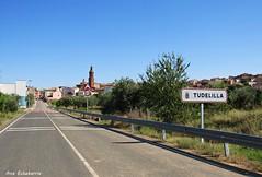 De paseo por Tudelilla (kirru11) Tags: tudelilla larioja pueblo carretera camino casas campo árboles cielo kirru11 anaechebarria canonpowershot