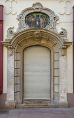19 rue Sainte Barbe (Zéphyrios) Tags: strasbourg alsace nikon d7000 porte door xviii rococo ferronneriedart tympan oculus coquillage shell cornedabondance hornofabundance feuillesdacanthe