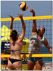 Volley Playa - 067 (Jose Juan Gurrutxaga) Tags: file:md5sum=e70c25b9ba42e54dbf58c435b41dc079 file:sha1sig=8bebcd540ebb829f42f45484b87dcd82747486f4 volley playa beach hondartza boleibol voleibol semana grande zurriola donostia